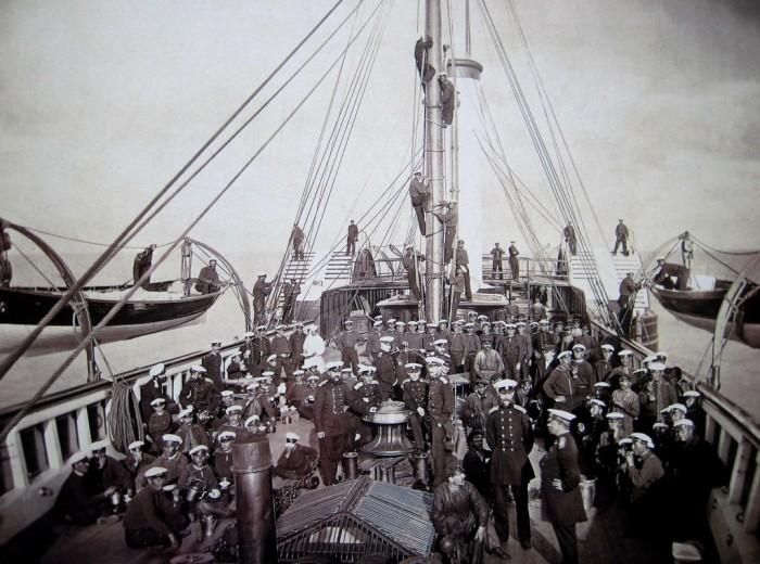 Sur le pont du Standart. Photographie de 1870.